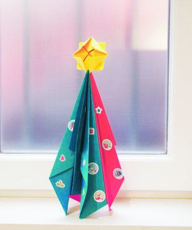 DIY Sapin de Noël en avion de papier