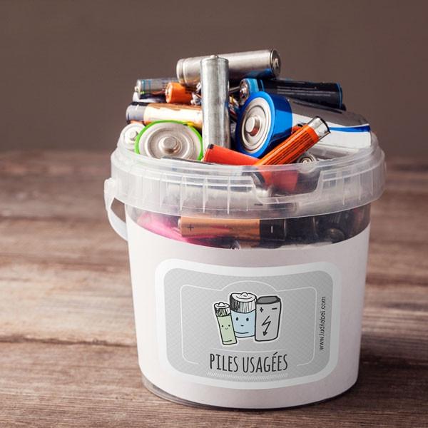 Une étiquette tri sélectif marquée pile et batteries